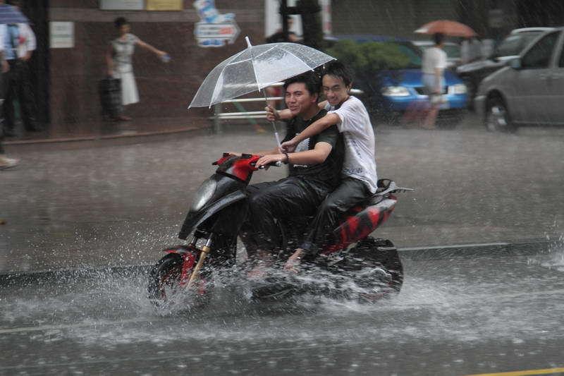 choisir sa tenue de pluie moto